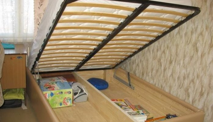 Кровать в поднятом виде