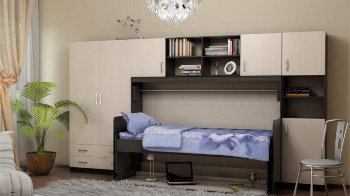 Стол кровать в интерьере комнаты