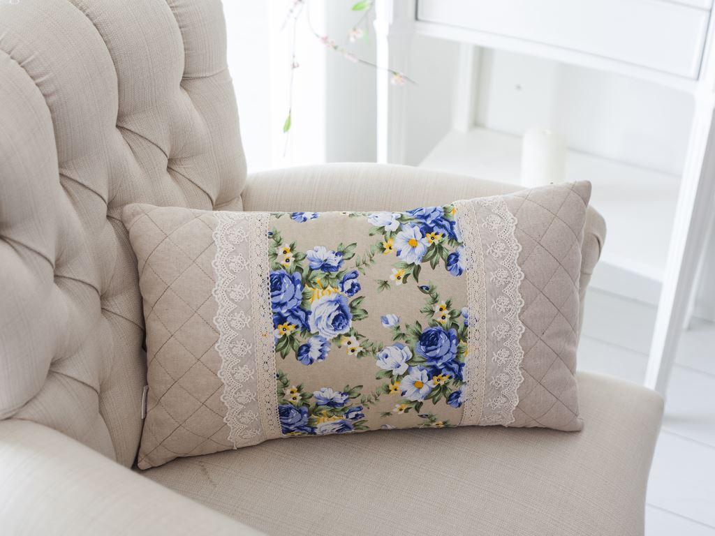 Подушка с тесьмой