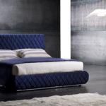 Кровать в синей обивке