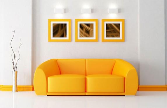 Яркий желтый диван в интерьере