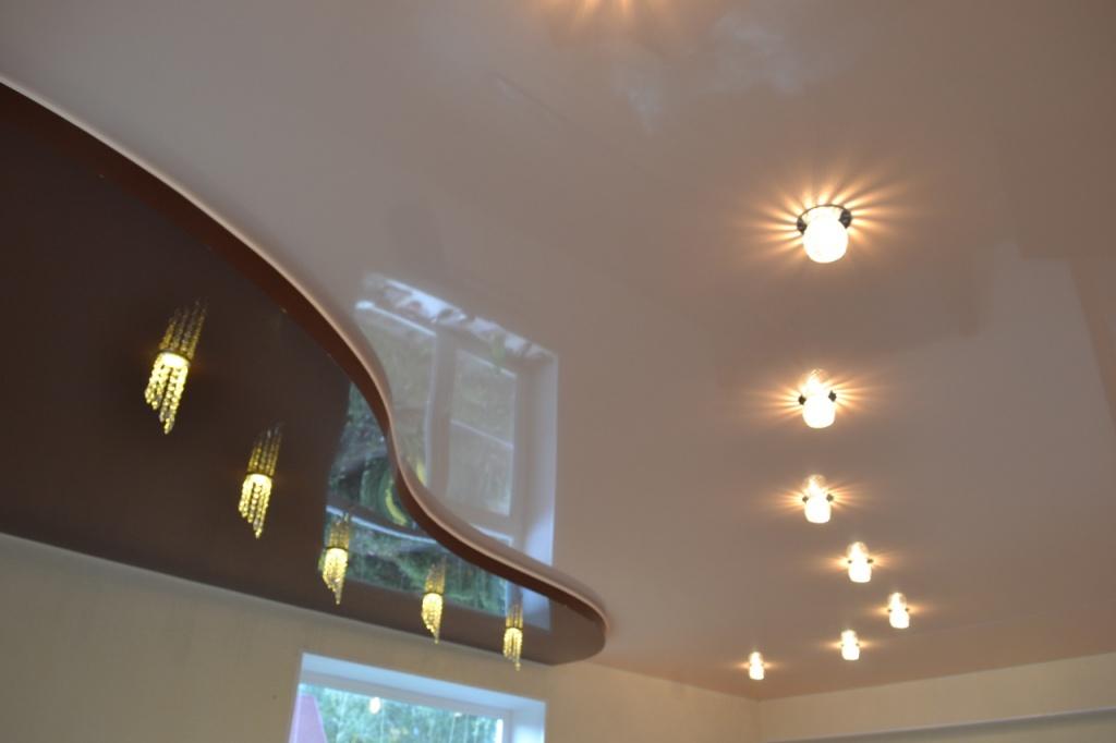 Квадратные светильники в натяжной потолок: люстры, точечные ... | 682x1024