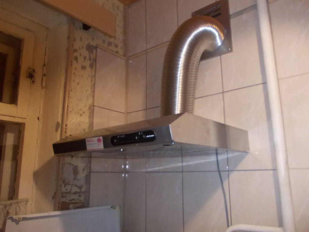 установка вытяжки на кухне фото