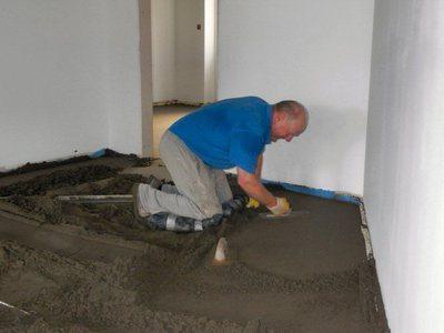 Как правильно заливать цементным раствором полы залить куб бетона цена за работу в москве