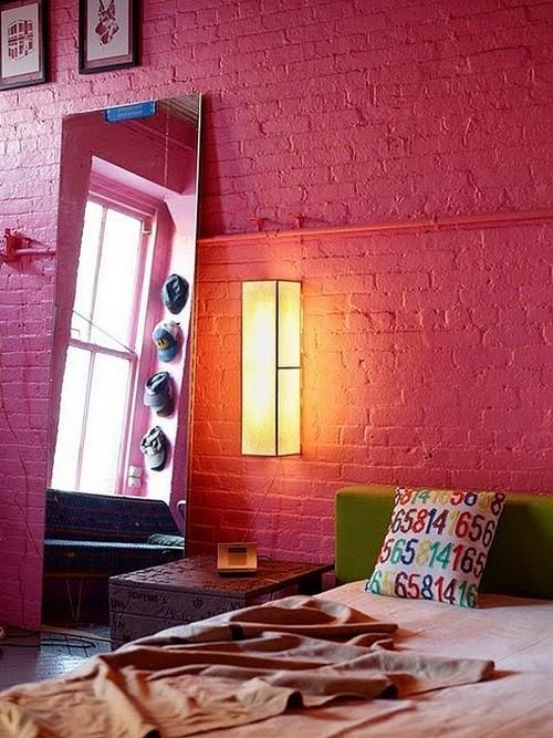 чем красить кирпичную стену в комнате
